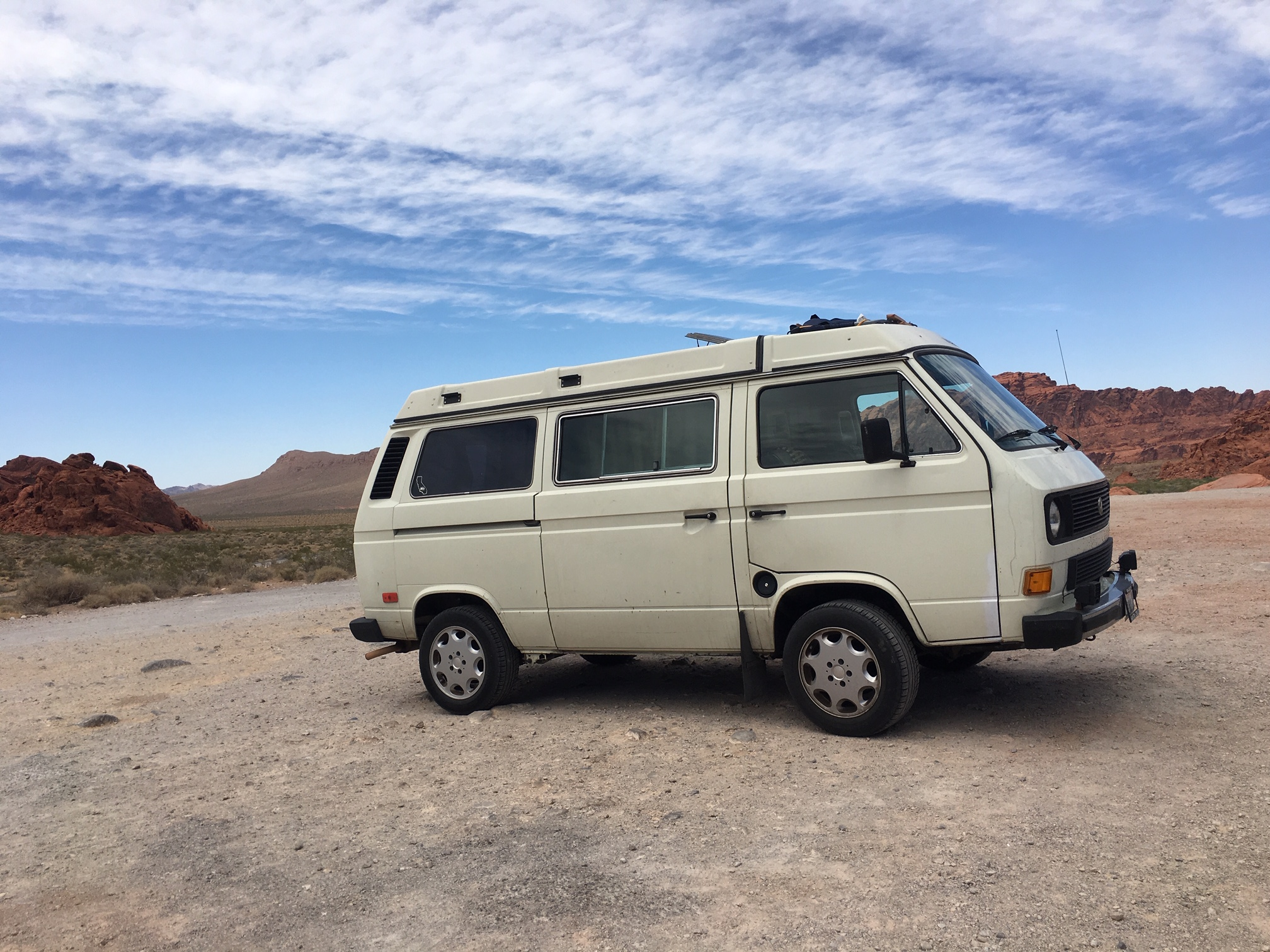 1985 white vw vanagon